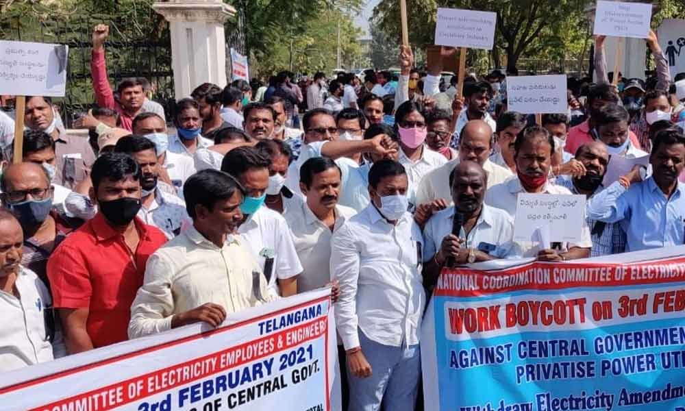 Employees oppose privatisation of electricity sector, boycott duties